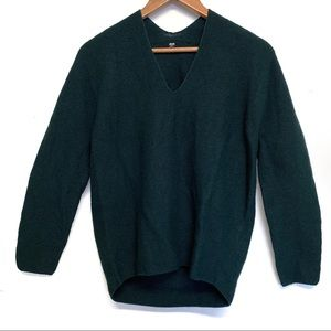 Uniqlo 100% Wool Sweater Green V neck